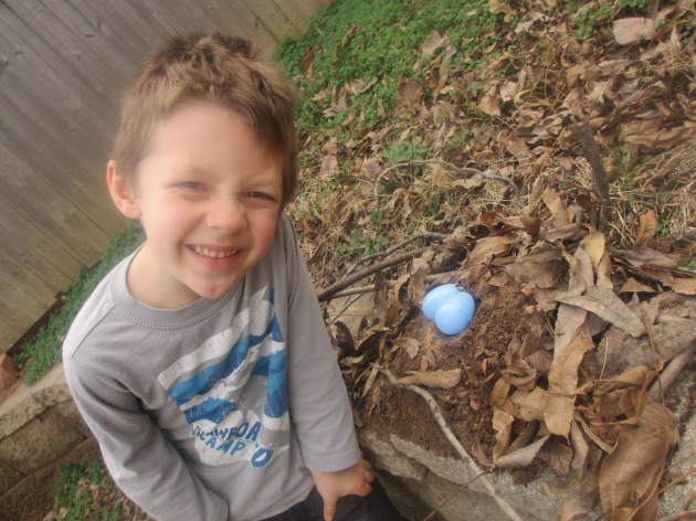 Roman ran right home to build a nest of his own, complete with little blue eggs!